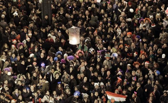 Miles de personas se dieron cita en la madrileña Puerta del Sol (España). By KIKO HUESCA (EFE)