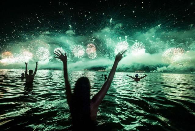 Celebraciones en una playa de Río de Janeiro. By YASUYOSHI CHIBA (AFP)